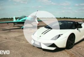 Lamborghini Spyder Performante vs Extra 300 – video