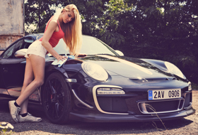 Denisa & Porsche 911 GT3 RS 4.0 – ready to race